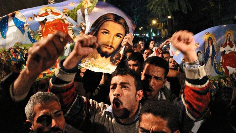 Gemeinsamer Protest von Kopten und Muslimen in Kairo: »Liebt eure Feinde, und betet für die, die euch verfolgen«