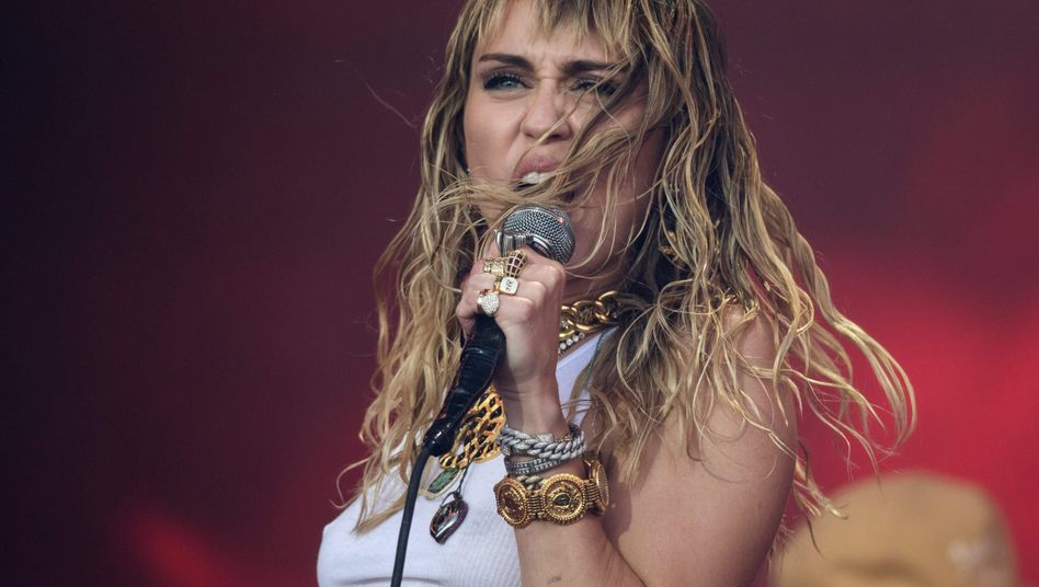 Miley Cyrus beim Glastonbury-Festival im Juni 2019
