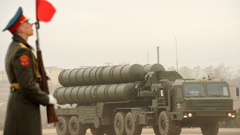 Flugabwehrrakete S-300 (Archivaufnahme): Russland liefert