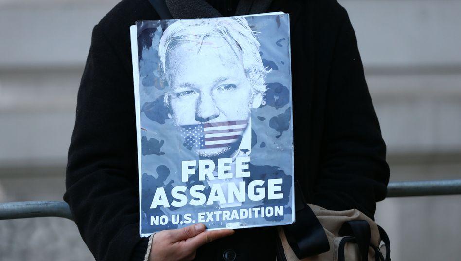Unterstützer von Assange in London: Mediziner verlangen Verlegung ins Krankenhaus