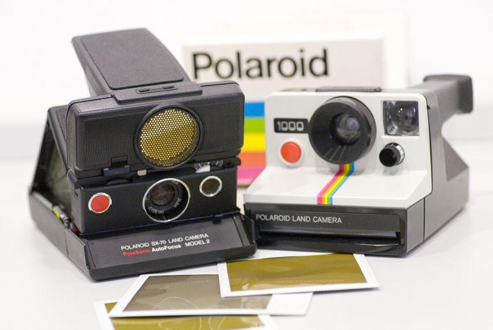 Polaroid-Kameras: Das Sofortbild-Verfahren war immer teuer, qualitativ eher schlecht - und faszinierend. Bis heute schwören Fans darauf