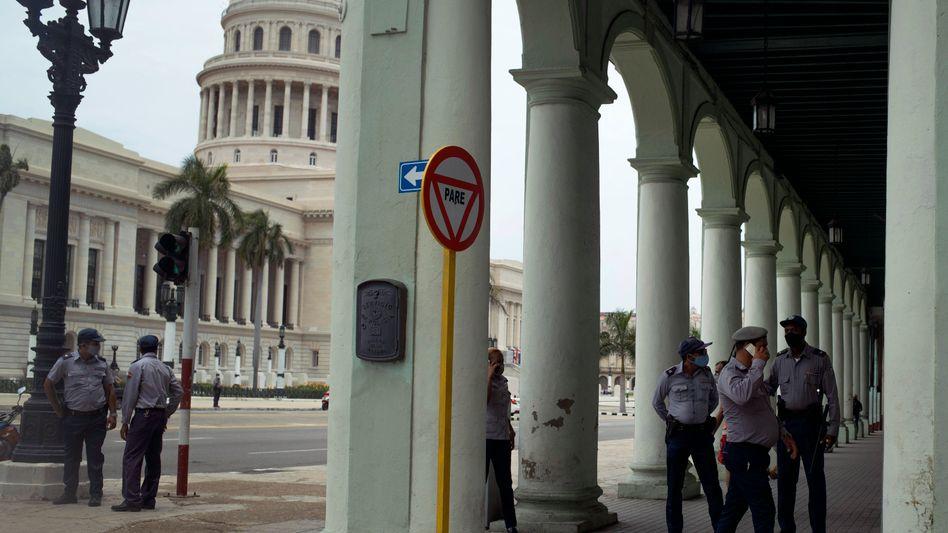 Polizisten in der Hauptstadt Havanna