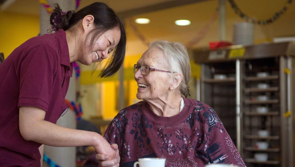 Chinesische Pflegerin (Archiv)