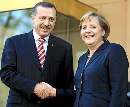 Despite the smiles, German Chancellor Angela Merkel and the Turkish Prime Minister Recep Tayyip Erdogan have a tricky relationship.