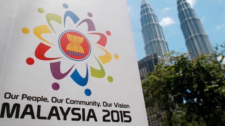 Ein Plakat wirbt für den Asean-Gipfel in Malaysias Hauptstadt Kuala Lumpur