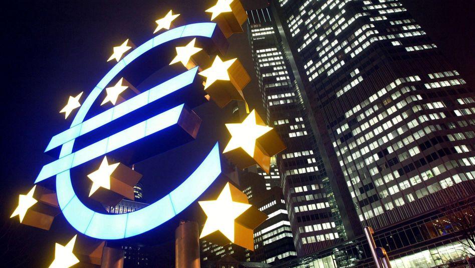 Euro-Logo vor der EZB-Zentrale in Frankfurt am Main: Panik bei den Banken