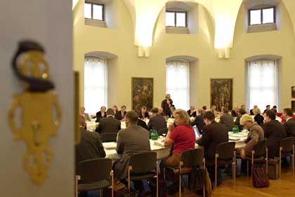 Die KMK bei ihrer Kernkompetenz: Der Plenarsitzung (2002 in Würzburg)
