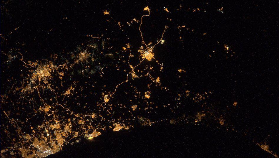 """Gaza bei Nacht: """"Von der ISS aus sehen wir Explosionen und Raketen über Gaza und Israel."""""""