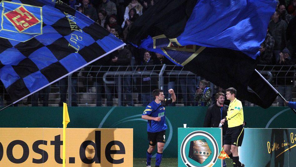 Glücklichere Zeiten: 2010 schaltete die TuS im Pokal Hertha BSC aus.