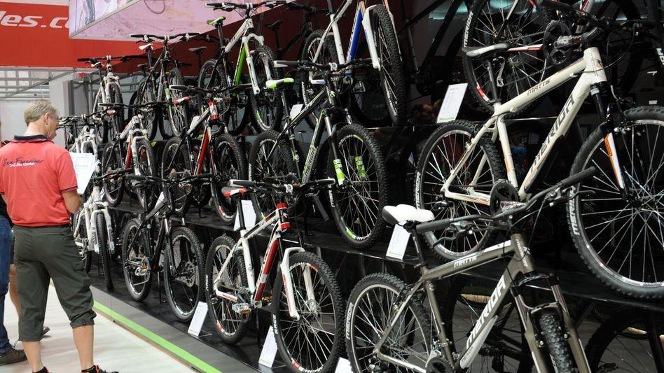 Ausstellungsstücke auf einer Fahrradmesse (2011)