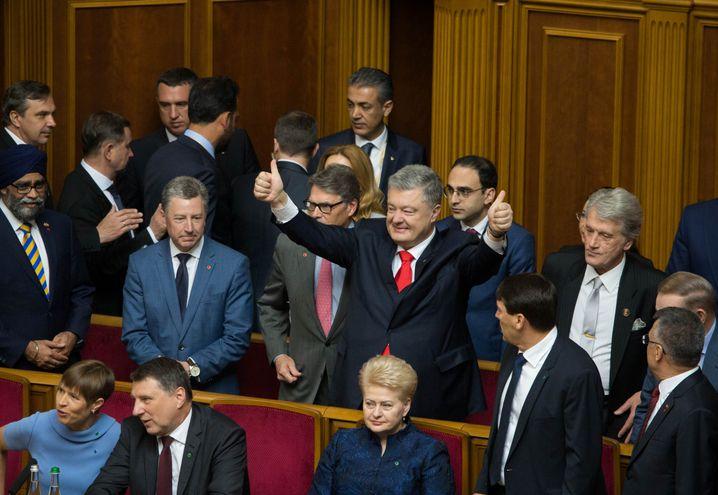 Petro Poroschenko (Mitte): Haushoch verloren