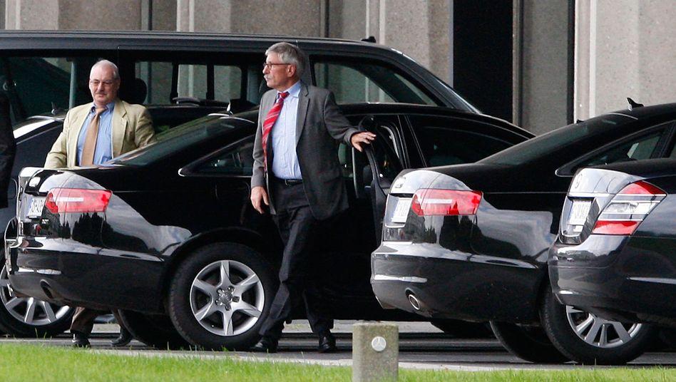 Thilo Sarrazin arrives to work at the Bundesbank in Frankfurt on Thursday morning.