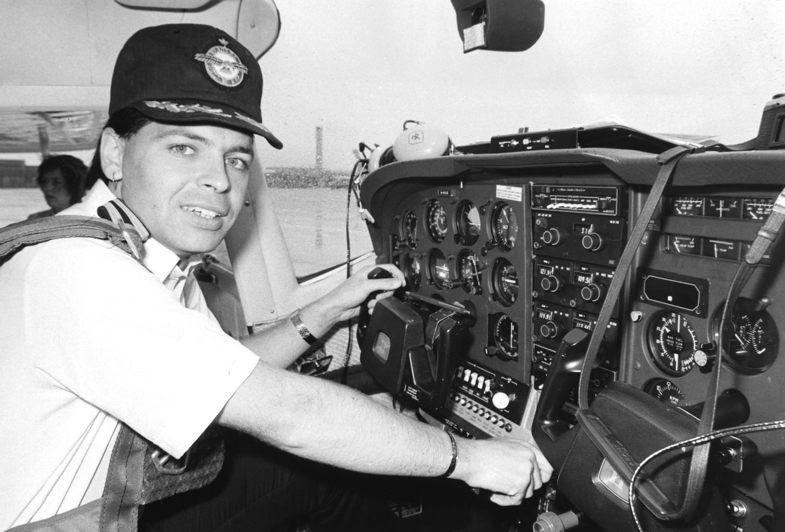 Gary Numan, Round-the-World Pilot