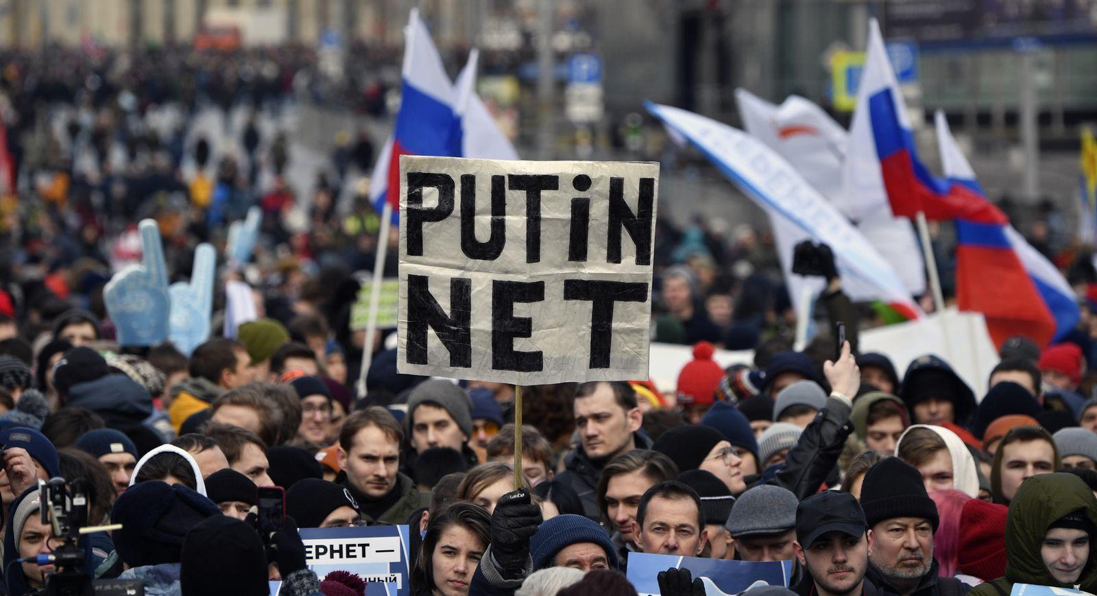 Demo/ Moskau/ Internet