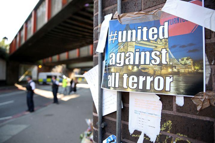 Schilder am Tatort