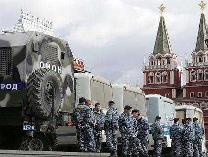 """Spezialkräfte in Moskau: """"In einen Polizeitransporter gezwängt worden"""""""