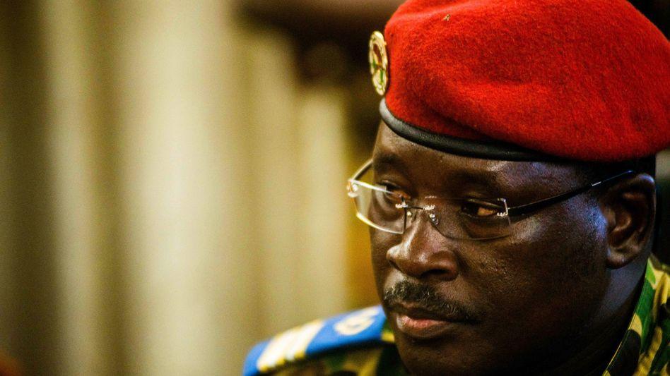 Issac Yacouba Zida: Führer der Übergangsregierung in Burkina Faso