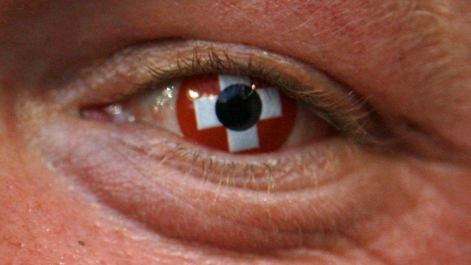 Schweizer Fußballfan (Archivbild): Schöner Effekt, aber langfristig schlecht fürs Auge