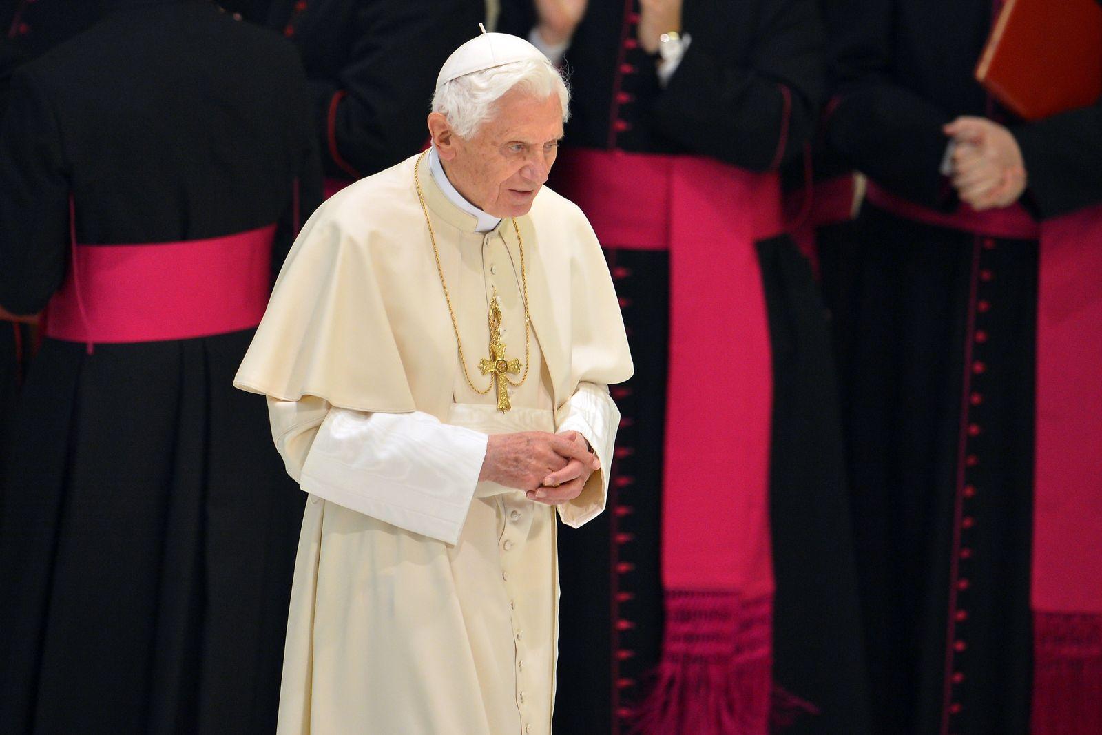 Papst / betroffen