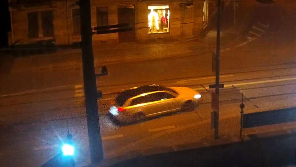 Bei dem Auto handelt es sich laut den Ermittlern um einen hellen Audi mit dunklem Dach