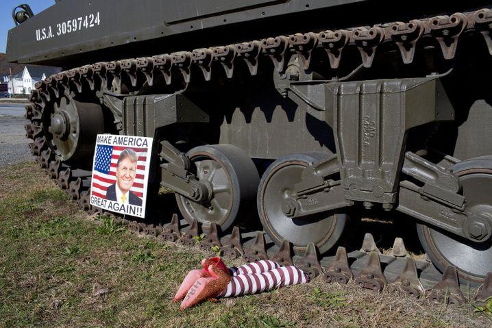 Anti-Clinton-Installation in Schuylkill County, Pennsylvania