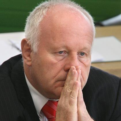 """Sachsens Regierungschef Milbradt (Archivbild): """"Routinemäßiger"""" Kontakt"""