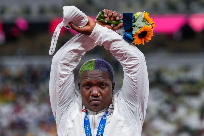 Raven Saunders, Silbermedaillengewinnerin im Kugelstoßen