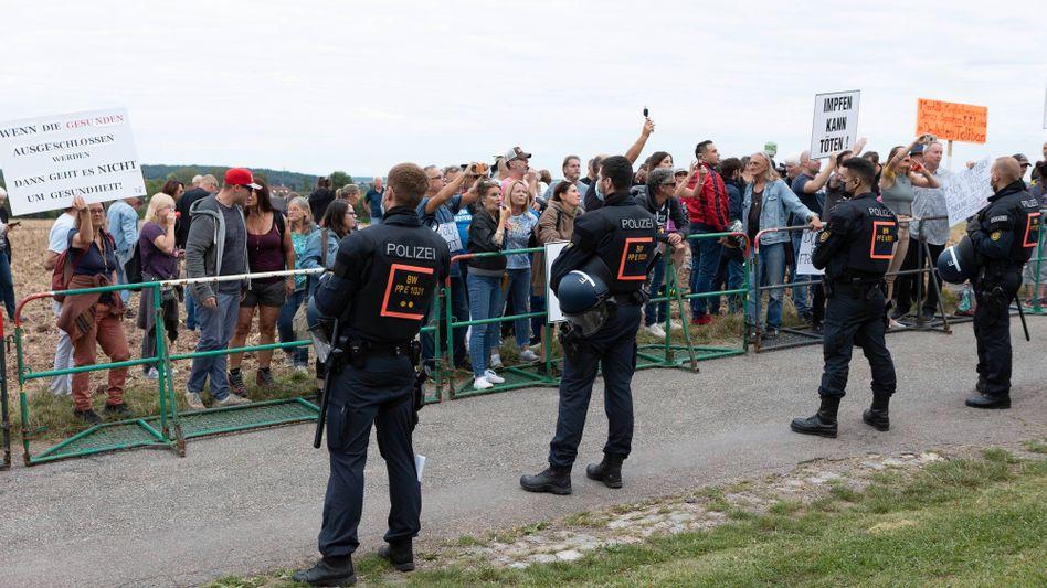 Proteste von Personen aus der »Querdenker«-Szene bei einer Wahlkampfveranstaltung von Bundesgesundheitsminister Jens Spahn (Foto vom 19. August)