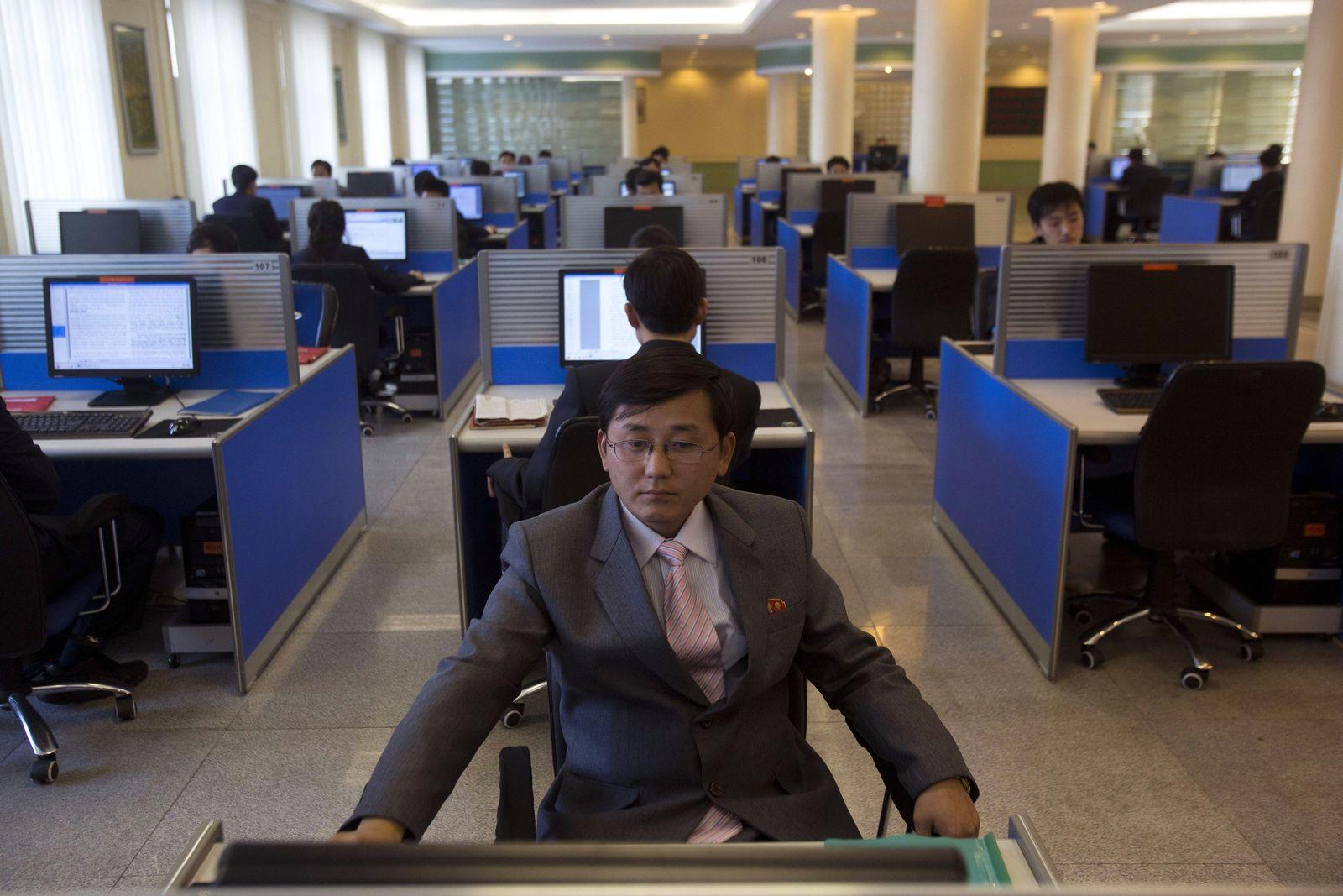 North Korea Surfing the Intranet