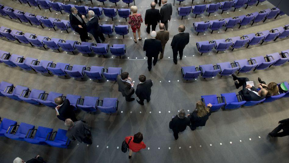 """Abgeordnete im Bundestag: """"Gesunkenes Ansehen politischer Tätigkeit"""""""