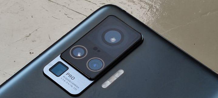 Vivo baut gleich vier Kameras ein. Die große Hauptkamera ist in einen Gimbal eingehängt