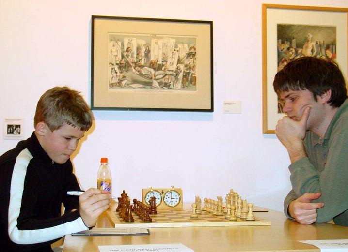 Magnus Carlsen im Alter von 14 mit Peter Heine Nielsen