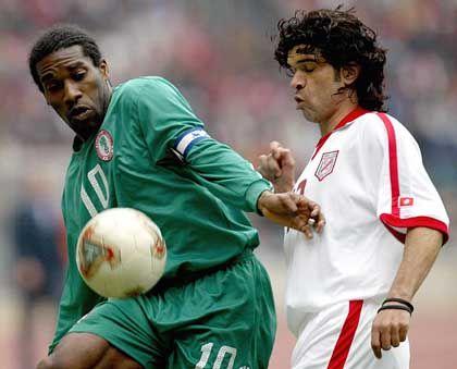 Auswahlkicker Okocha (l.): Der Nigerianer wurde beim diesjährigen Afrika-Cup zum besten Spieler des Turniers gewählt