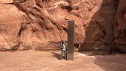 Rätselhafter Metall-Monolith inmitten roter Felsen entdeckt