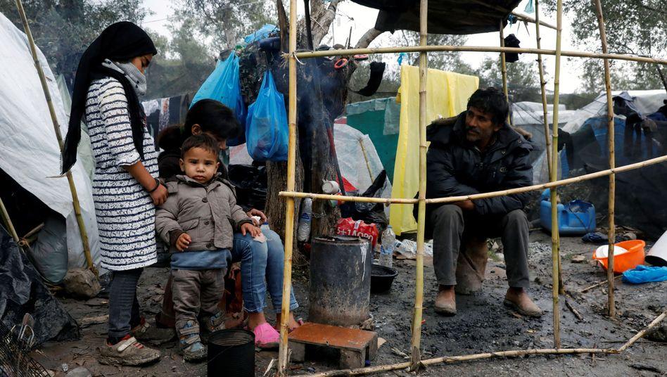 Migranten im Lager auf Lesbos