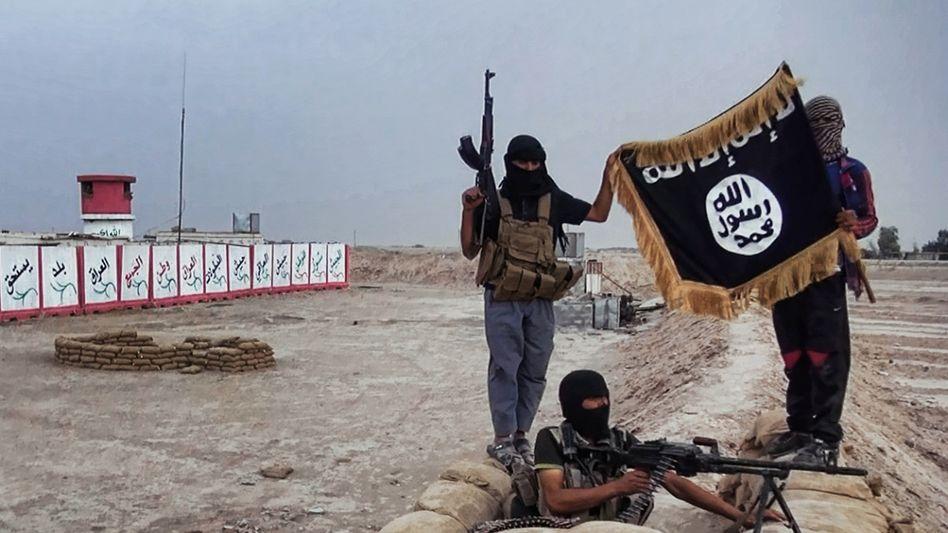 Islamischer Staat: Kämpfer posieren an einem Checkpoint im Nordirak