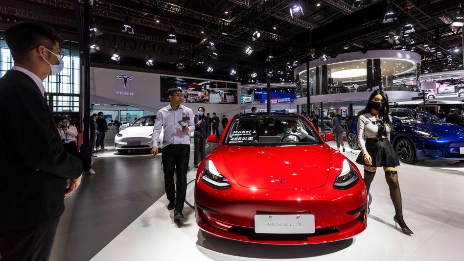 Tesla-Exponat bei der Automesse in Shanghai im April 2021