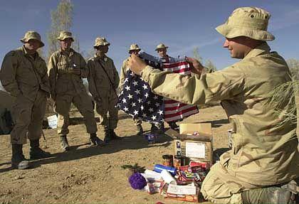 Corporal Paga packt aus: Von der Familie daheim gab es patriotische Unterwäsche.