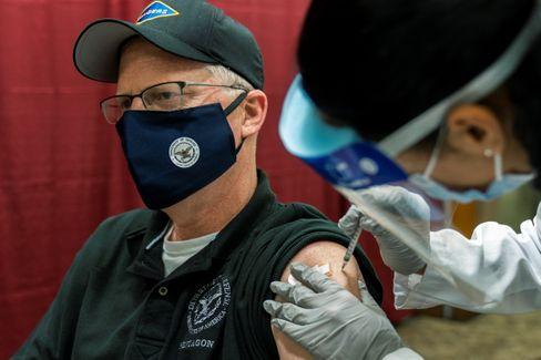 Kommissarischer US-Verteidigungsminister Christopher Miller lässt sich impfen