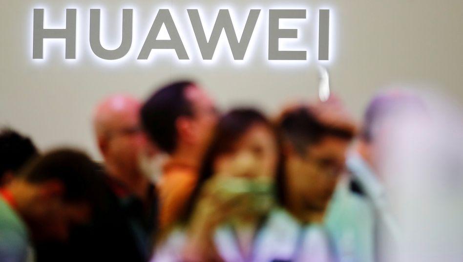 Huawei-Logo bei der IFA in Berlin: Darf Chinas Staatskonzern beim 5G-Aufbau mitmischen?
