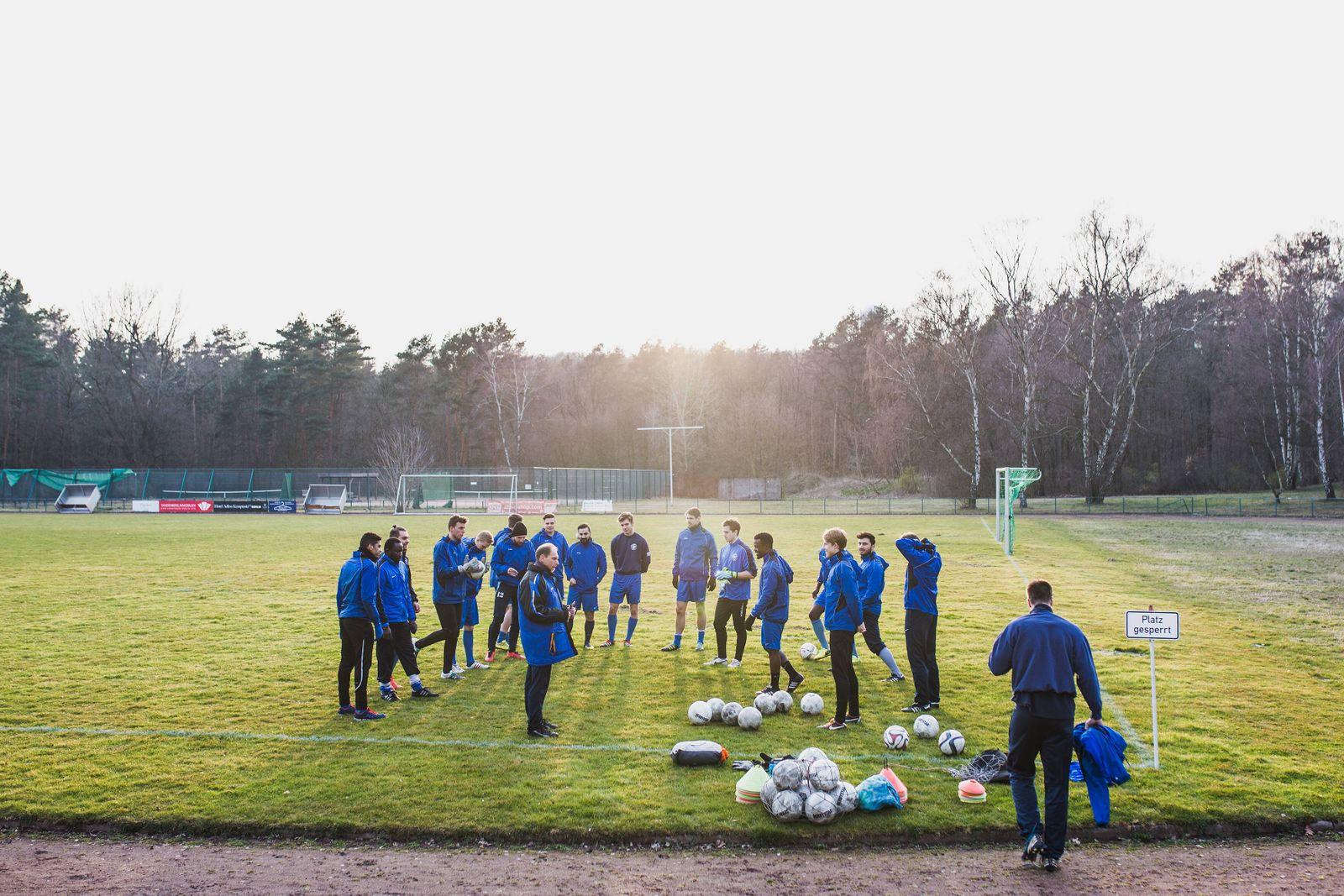 Berlin Deutschland 24 03 2016 Training des Fußball Landesligisten TuS Makkabi Berlin auf der Juli