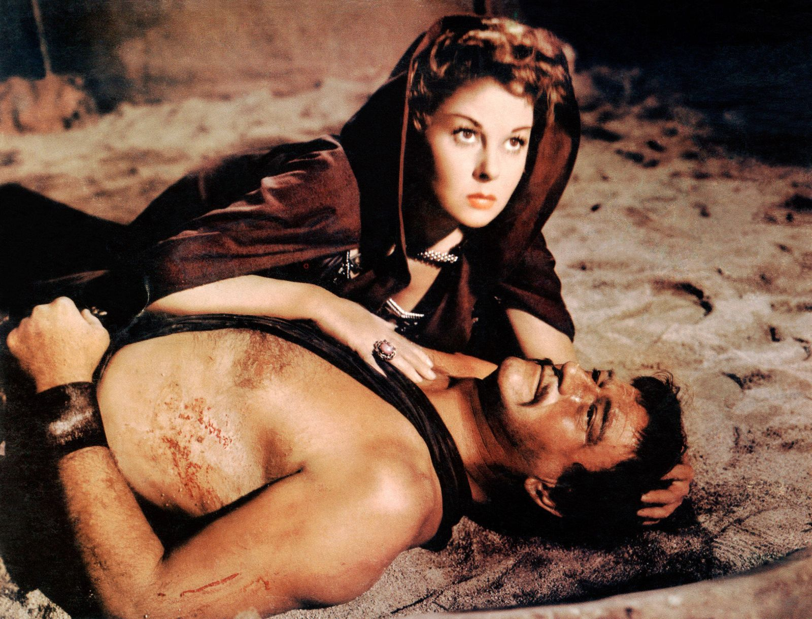 THE CONQUEROR, top to bottom, Susan Hayward, John Wayne, 1956 Courtesy Everett Collection PUBLICATIONxINxGERxSUIxAUTxONL