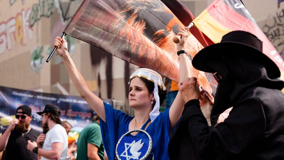 "Corona-Skeptiker bei Demonstration in Berlin:""Die Schuldigen ausgemacht"""