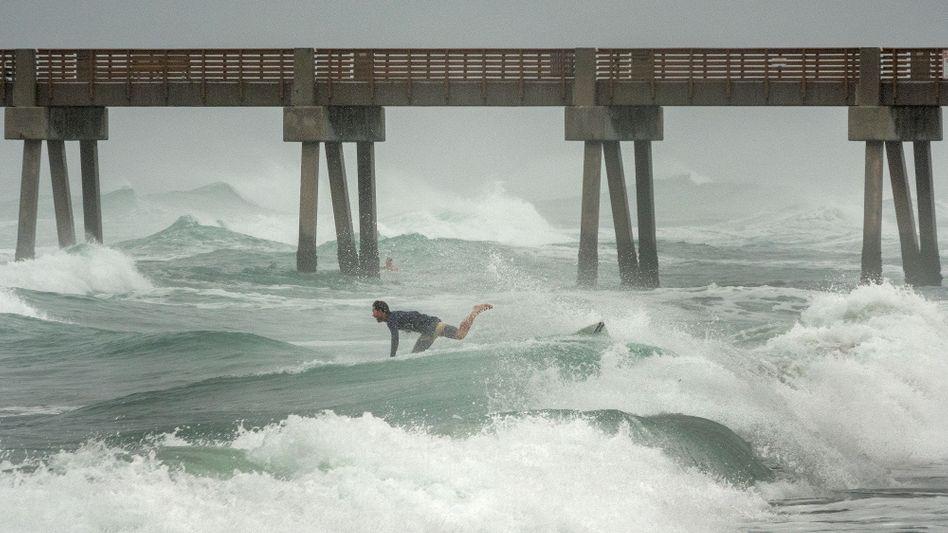 Der Sturm war in Florida nicht auf Land getroffen, auf dem Meer (hier in Juno Beach) schlug er aber hohe Wellen