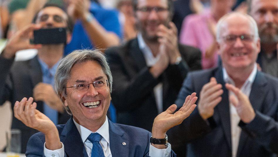 """Freude bei Hans Müller-Steinhagen, Rektor der Uni Dresden, die den Titel """"Exzellenzuniversität"""" behält"""