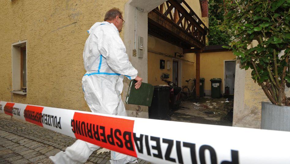Spurensicherung in Regensburg (April 2009): Tödliche Schüsse auf einen Studenten