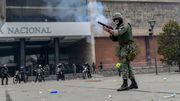 Demonstranten stürmen Parlament, Regierung richtet Sperrzonen ein