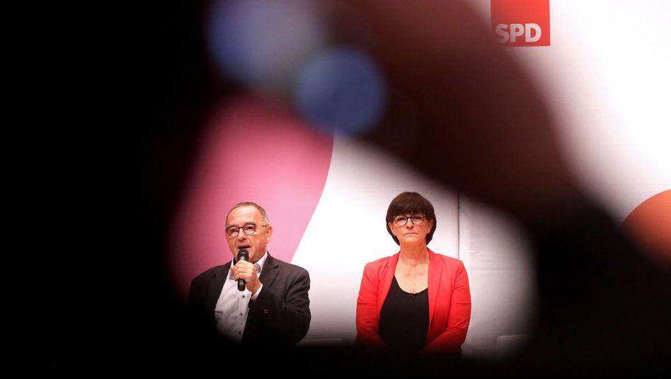 Nach der Wahl geht es nun in die Verhandlungen: Die SPD-Spitze arbeitet derzeit an einem Entwurf für den SPD-Leitantrag