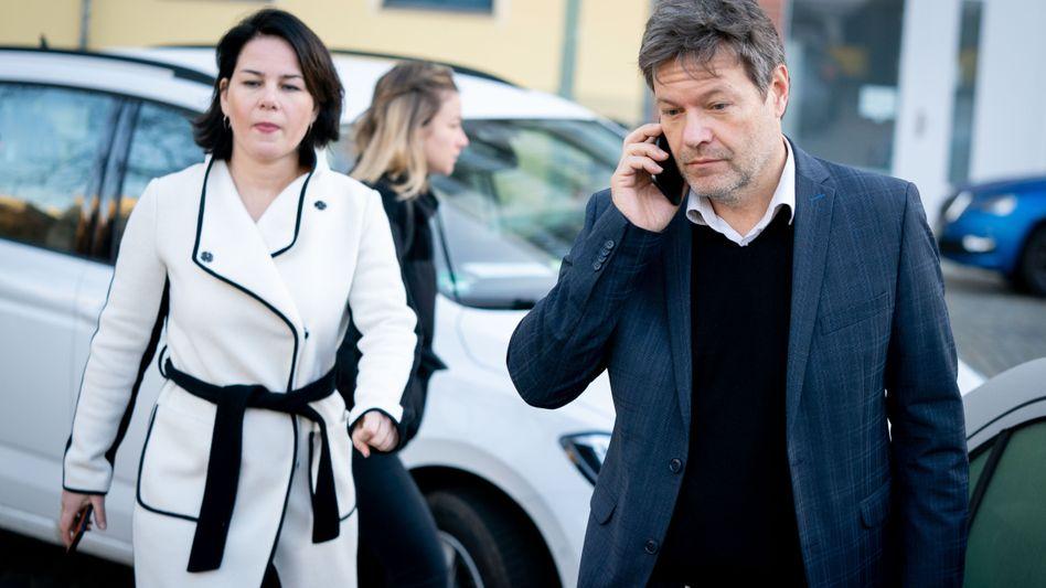 Annalena Baerbock und Robert Habeck Ende Januar vor der Grünenzentrale in Berlin