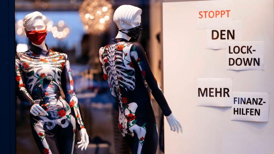 Protest von Einzelhändler in Köln: Antragsbedingungen noch immer nicht hinreichend transparent